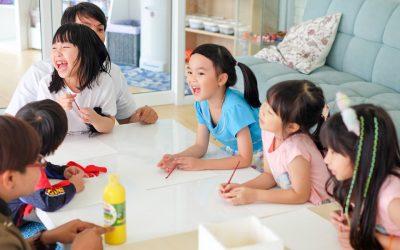 ผลวิจัยชี้ เด็กควรเริ่มเรียนภาษาต่างประเทศตอน 3 ขวบ! เหตุผลเพราะ…?